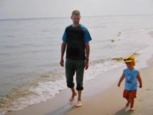 spacer po plaży z synkiem